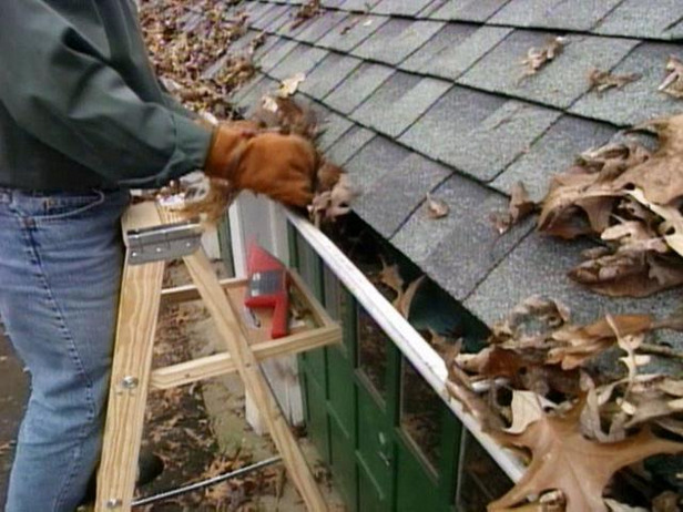 cleaning_gutters